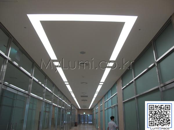 lumispace: 병원 실내 조명 대안으로 사용된 LED 발광 띠조명